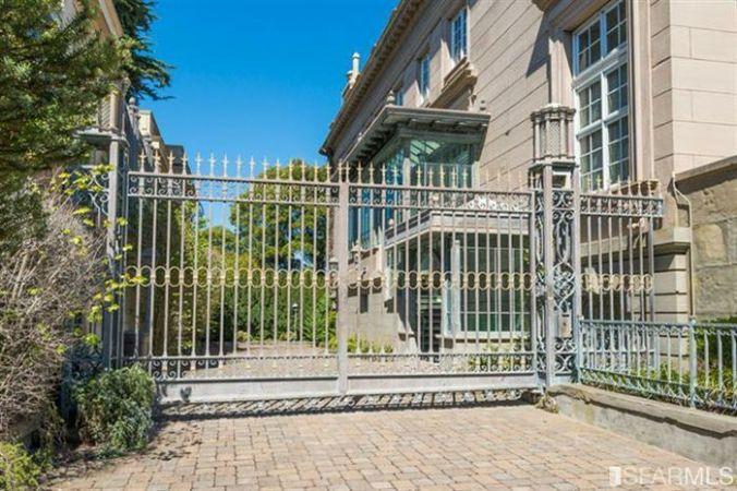 Gated entrance at 3800 washington street, san francisco, ca