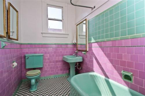 Picture of the old bathroom before remodeling at 1632 Dolores St