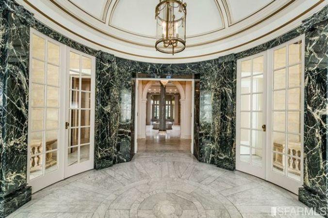 photo of the rotunda entrance at 3800 washington street