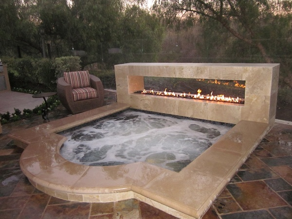 Luxury Home jacuzzi and fireplace combo